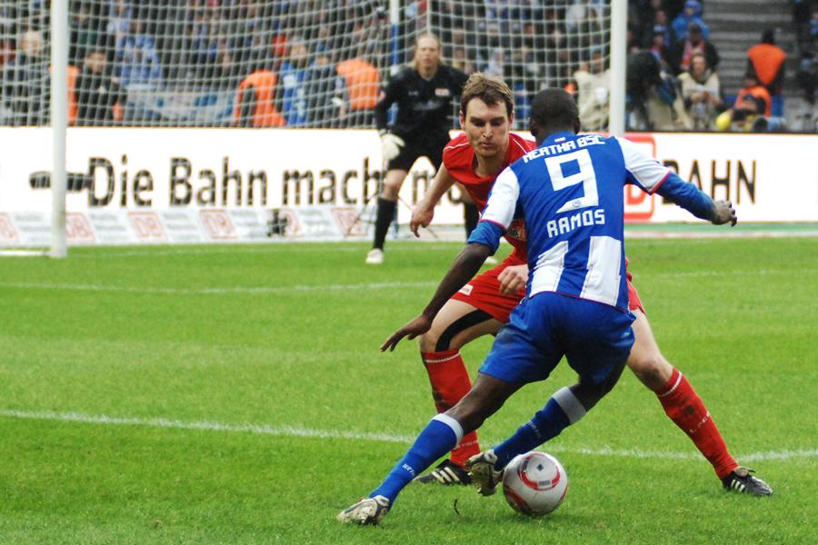 Beim 2:1-Derbysieg im Olympiastadion gegen Hertha verteidigte Christian Stuff gegen Adrian Ramos, Foto: Stefanie Fiebrig