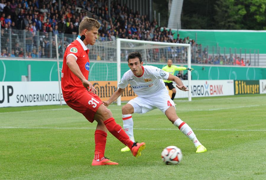 Florian Niederlechner gegen Roberto Puncec (Foto: Matze Koch)