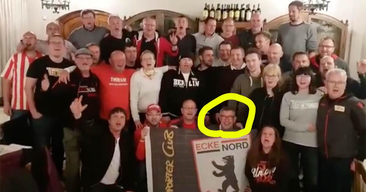 Urs Fischer und sein Trainerteam singen mit dem Fanklub Ecke Nord ein Geburtstagsständchen für den 1. FC Union