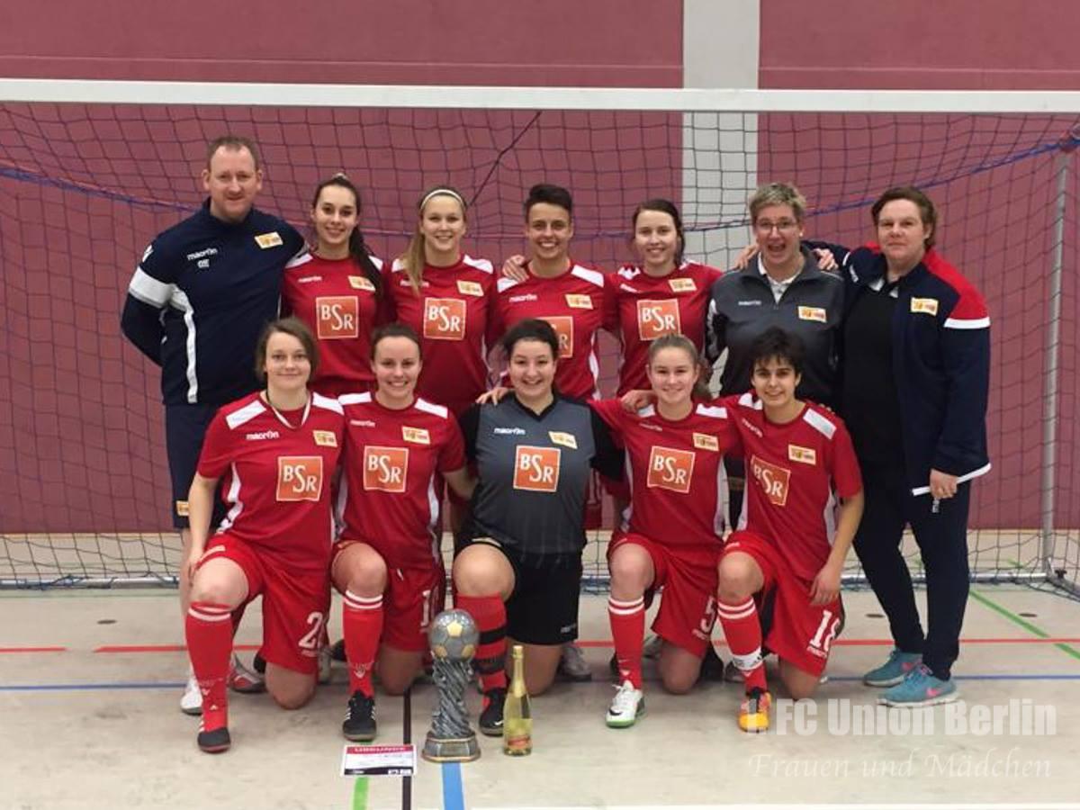 Siegerfoto nach dem gewonnenen Hallenturnier in Fürstenwalde, Foto: 1. FC Union Berlin Frauen