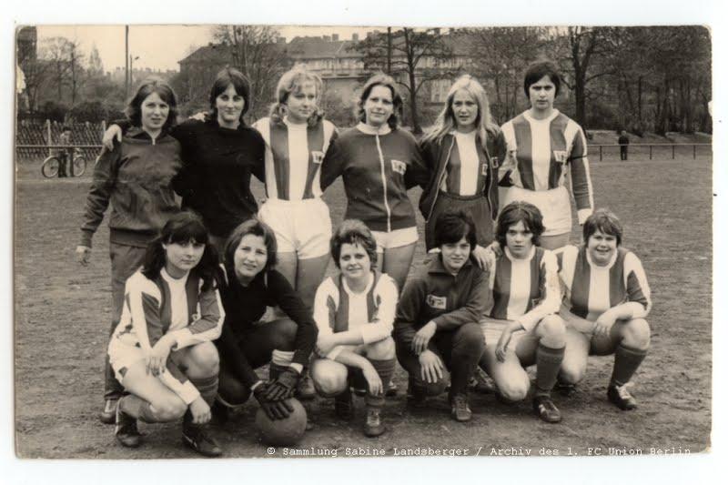 Foto des ersten Frauenteams beim 1. FC Union Berlin