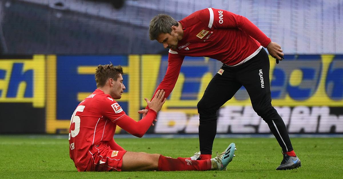Christopher Lenz und Michael Parensen vom 1. FC Union Berlin nach Abpfiff des 0:1 in Wolfsburg
