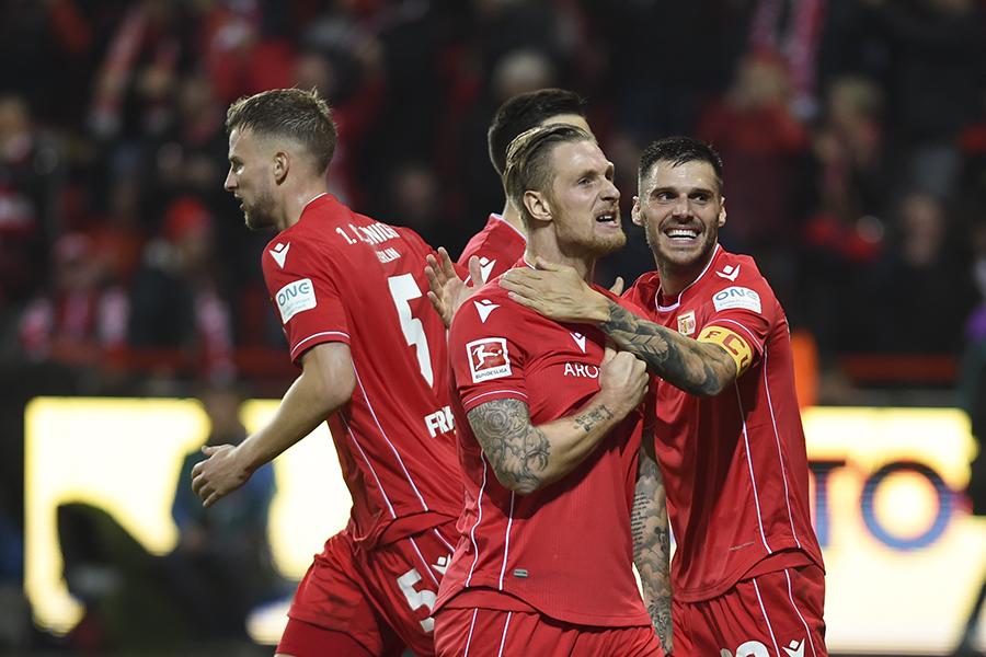 Sebastian Polter jubelt nach seinem Tor gegen Hertha BSC