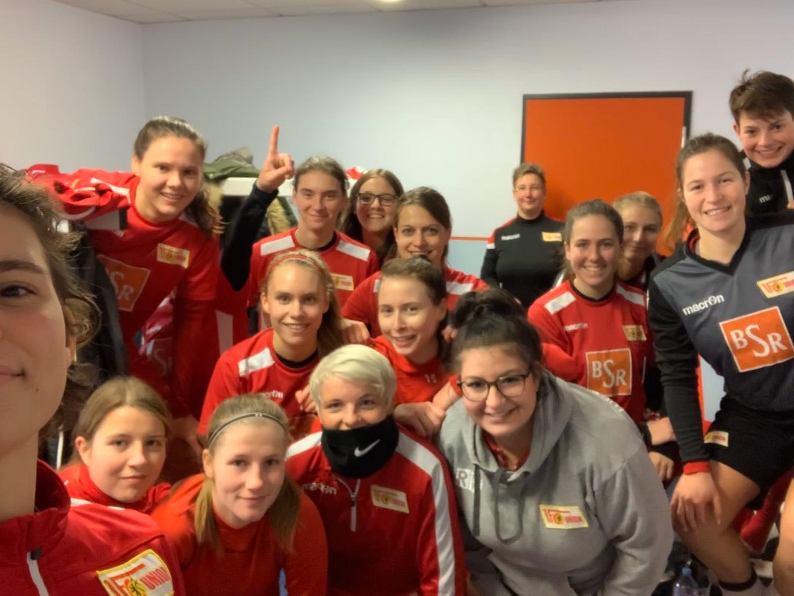Siegerselfie des 2. Frauenteams nach dem 6:0 über Friedrichshagen, Foto: Hauptstadtarroganz