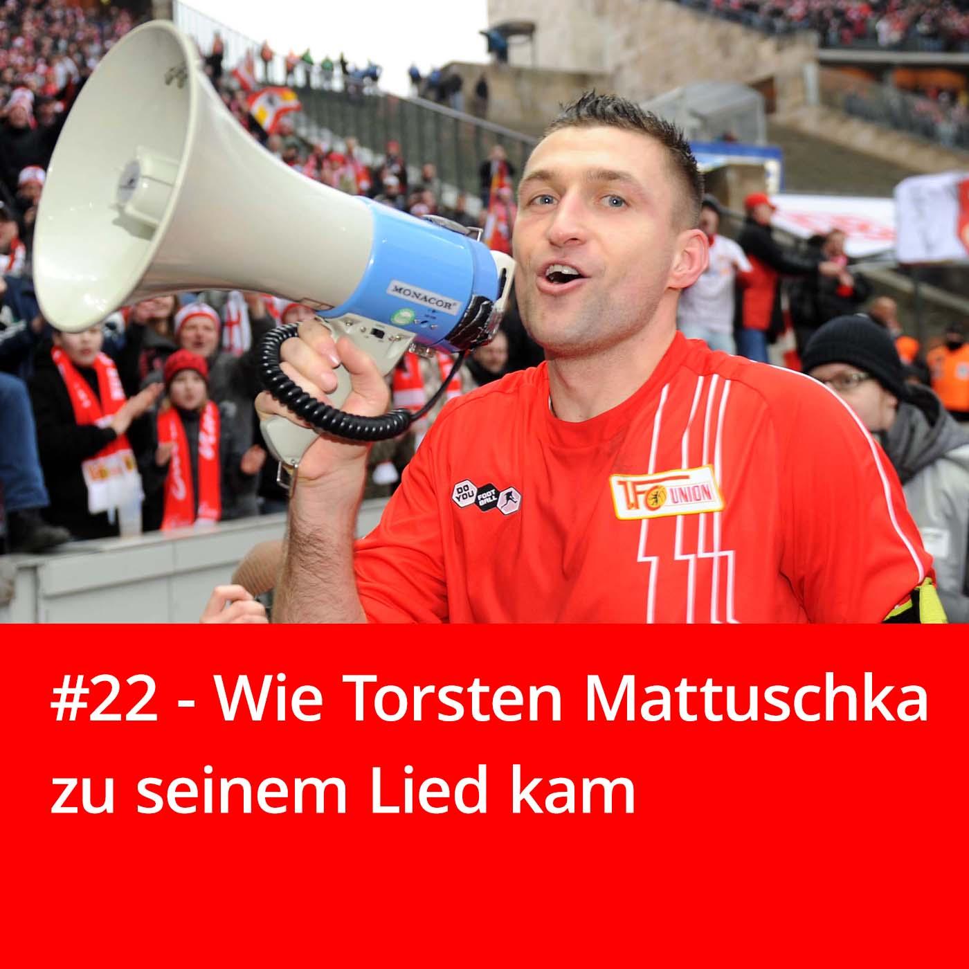 Torsten Mattuschka vom 1. FC Union Berlin nach dem Derby-Sieg 2011 gegen Hertha BSC am Megaphon