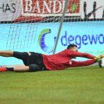 Torhüter Rafal Gikiewicz vom 1. FC Union Berlin beim Aufwärmen