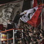 Capo Ali feuert auf der Waldseite die Fans des 1. FC Union Berlin an