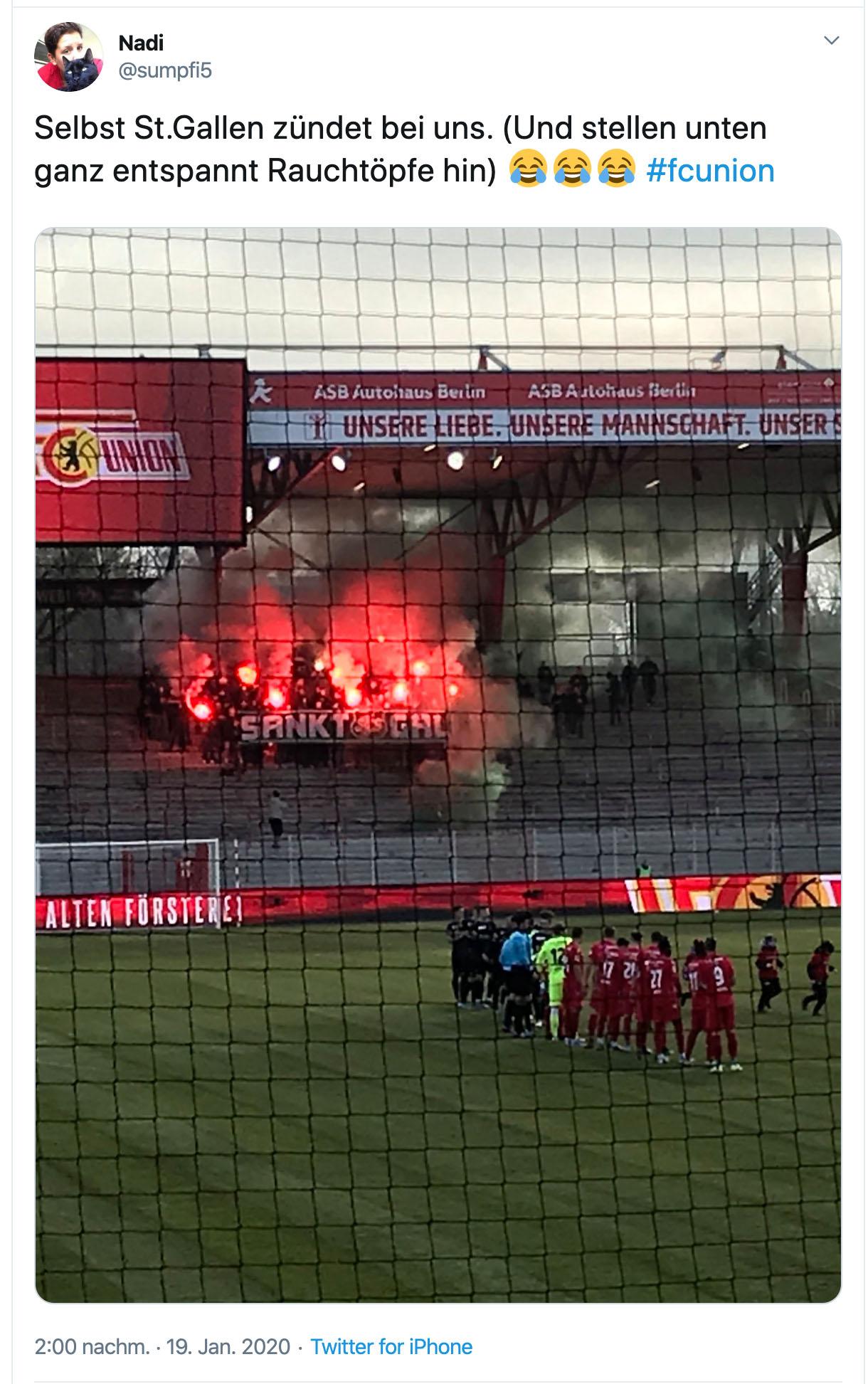 Fans vom FC St. Gallen feuern ihr Team an, Bild: @sumpfi5