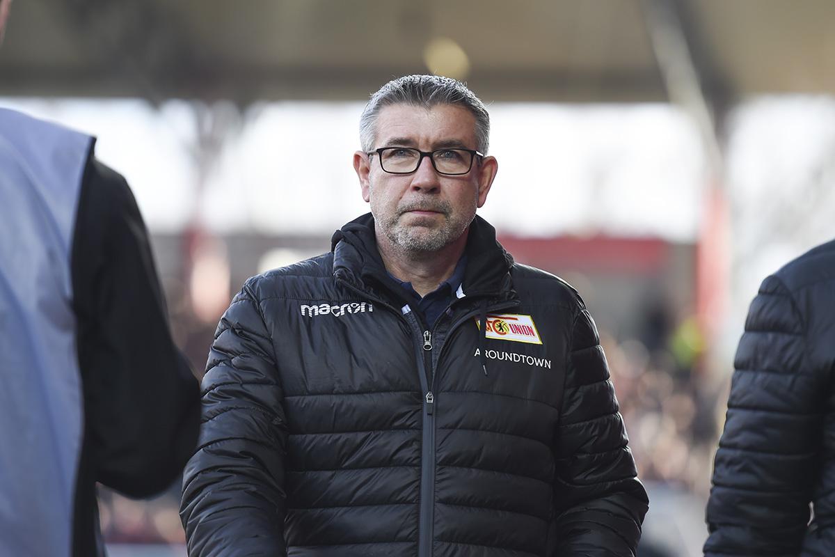 Trainer Urs Fischer vor Anpfiff des Spiels gegen Leverkusen, Foto: Stefanie Fiebrig