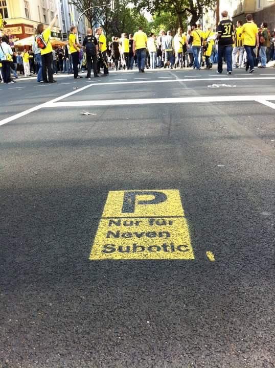 Auch ohne Auto hat Neven Subotic in Dortmund immer einen Parkplatz, Twitter: @An_Kastner