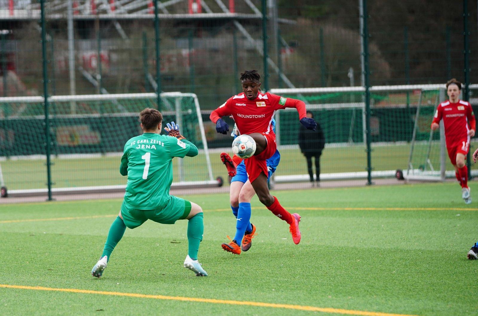Malick Sanogo im Duell gegen Jenas Keeper, Foto: 1. FC Union Berlin