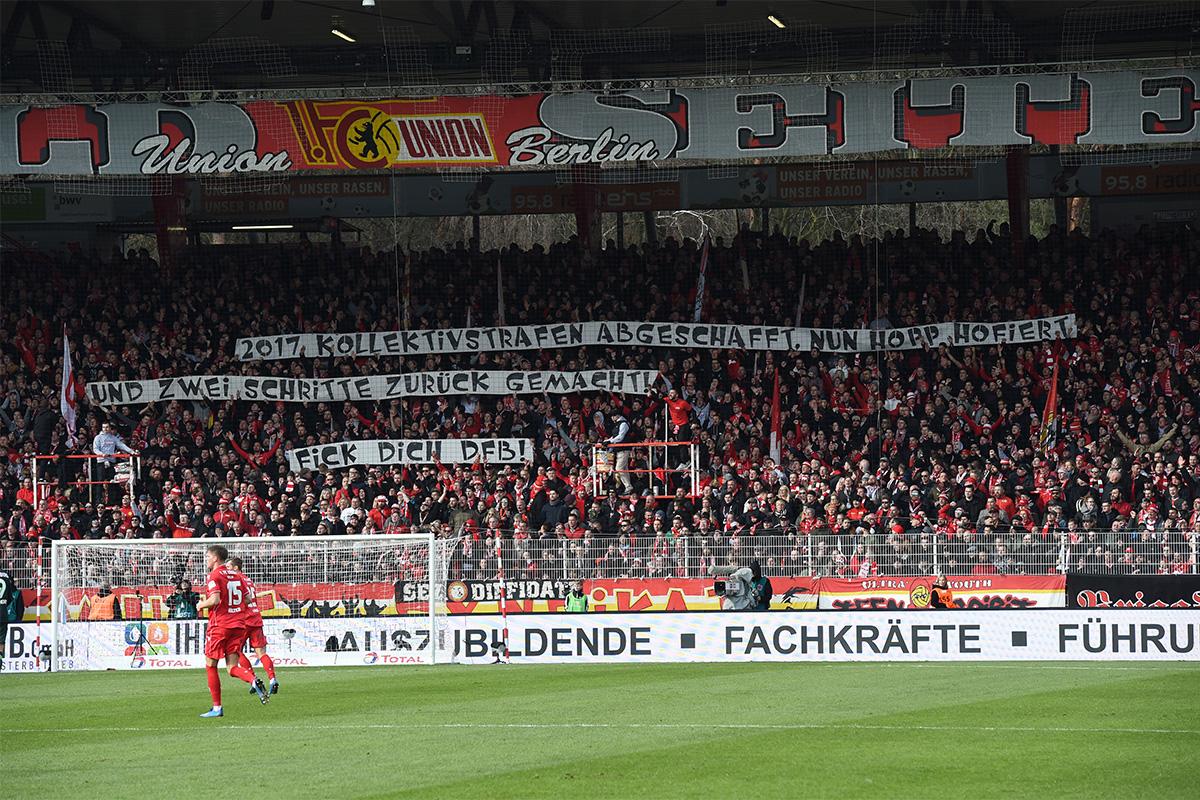 Transparent der Waldseite gegen Kollektivstrafen, Foto: Stefanie Fiebrig