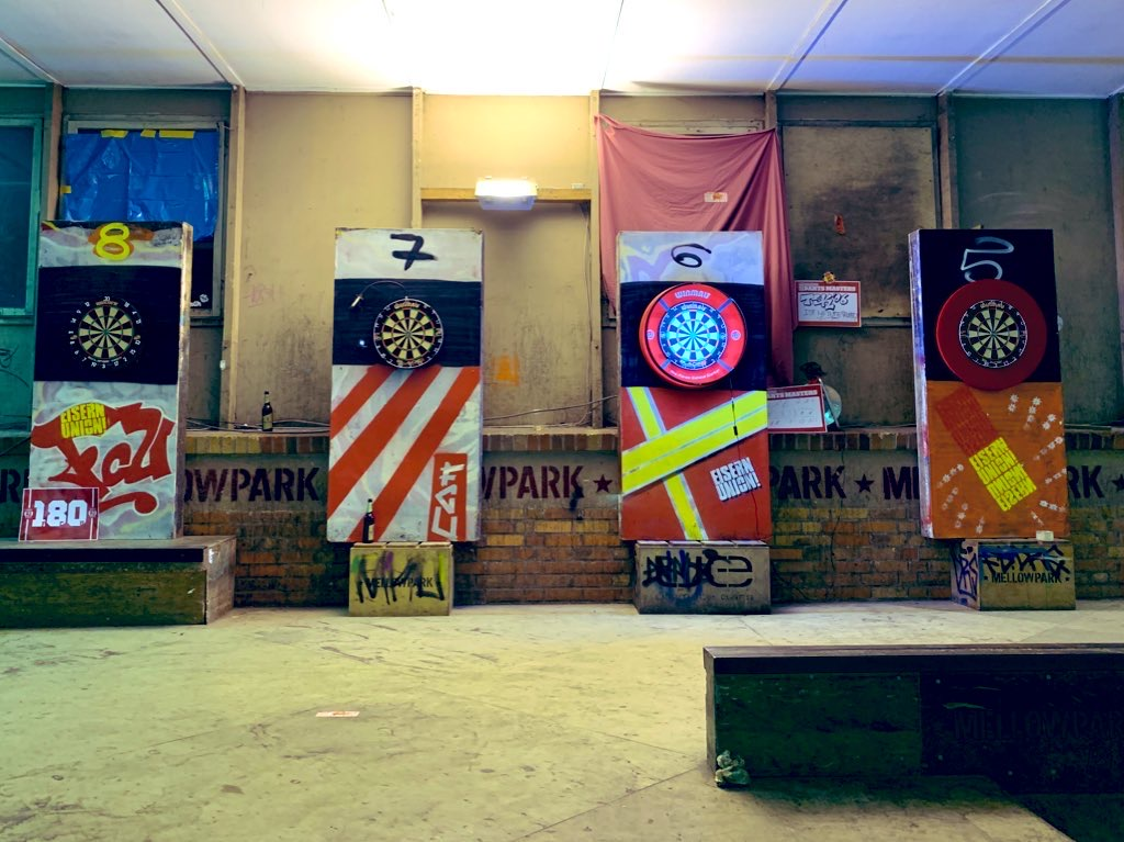 An bis zu 10 Boards wurde beim Szene-Darts-Masters gleichzeitig gespielt.