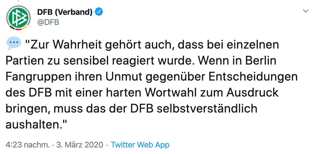 Tweet des DFB: Zur Wahrheit gehört auch, dass bei einzelnen Partien zu sensibel reagiert wurde. Wenn in Berlin Fangruppen ihren Unmut gegenüber Entscheidungen des DFB mit einer harten Wortwahl zum Ausdruck bringen, muss das der DFB selbstverständlich aushalten.