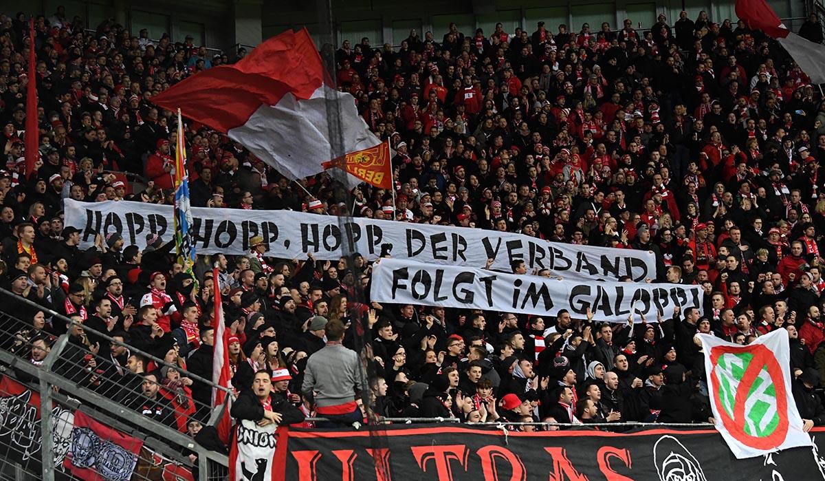 Unionfans kritisieren den DFB und Dietmar Hopp: Hopp, hopp, hopp, der Verband folgt im Galopp.