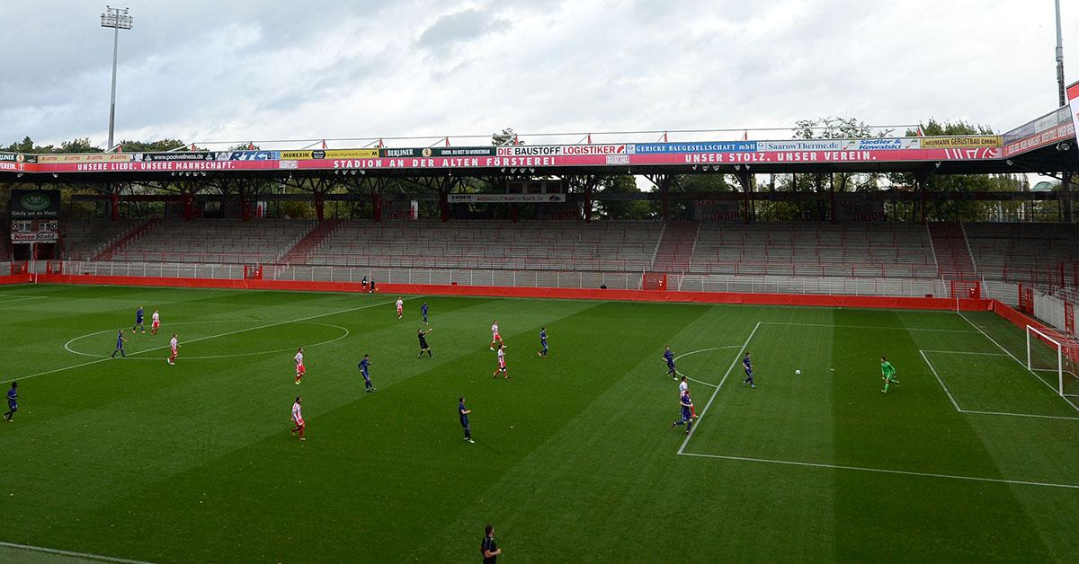 So sieht ein Geisterspiel im Stadion an der Alten Försterei aus, Test gegen Dinamo Brest am 05.10. 2017 wegen Sturmwarnung ohne Zuschauer