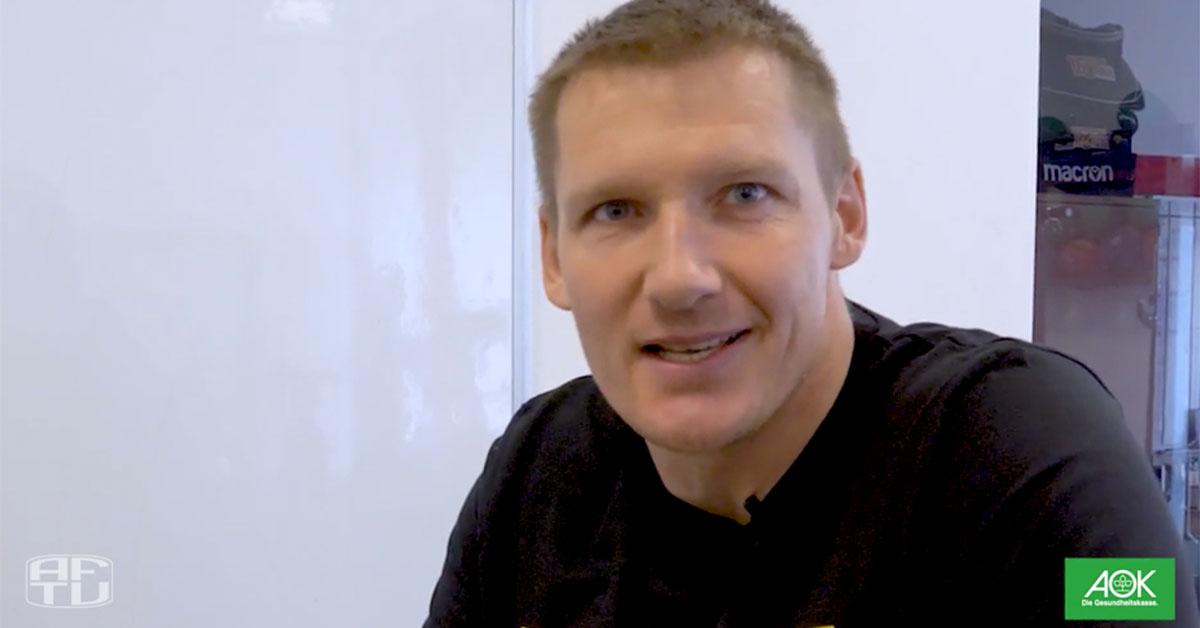 Athletiktrainer Martin Krüger scheucht uns durch die Wohnung, Foto: AFTV