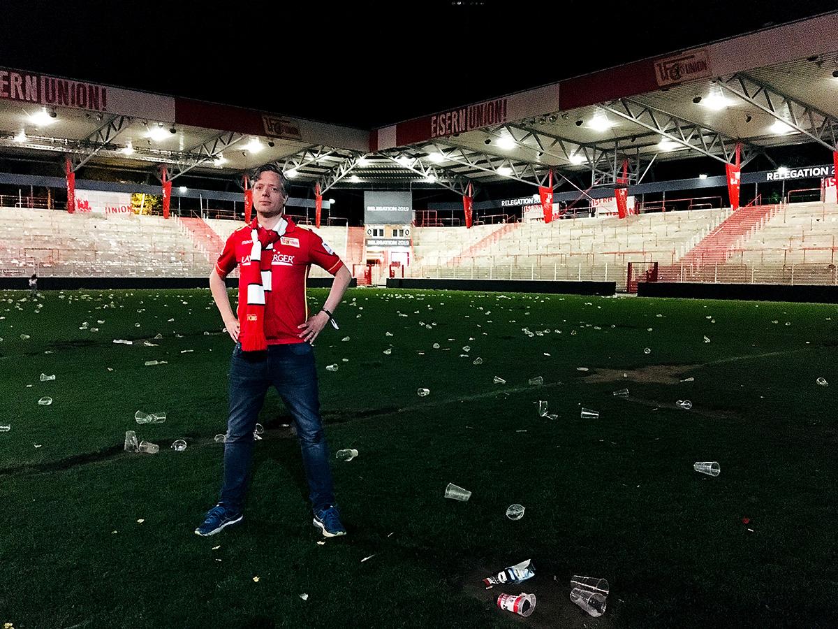 Erik Jullander am Abend nach dem Aufstieg im Stadion an der Alten Försterei, Foto: Matti Michalke