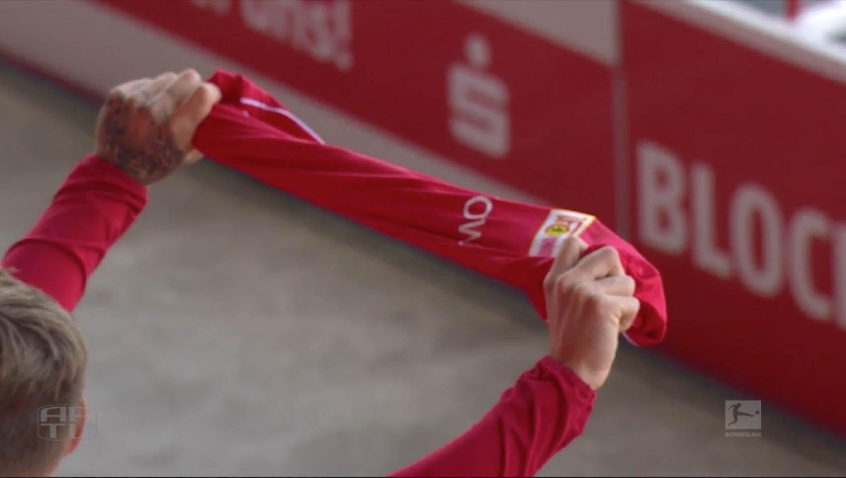 Sebastian Polter beim Abspielen der Vereinshymne vor Anpfiff, Screenshot: AFTV