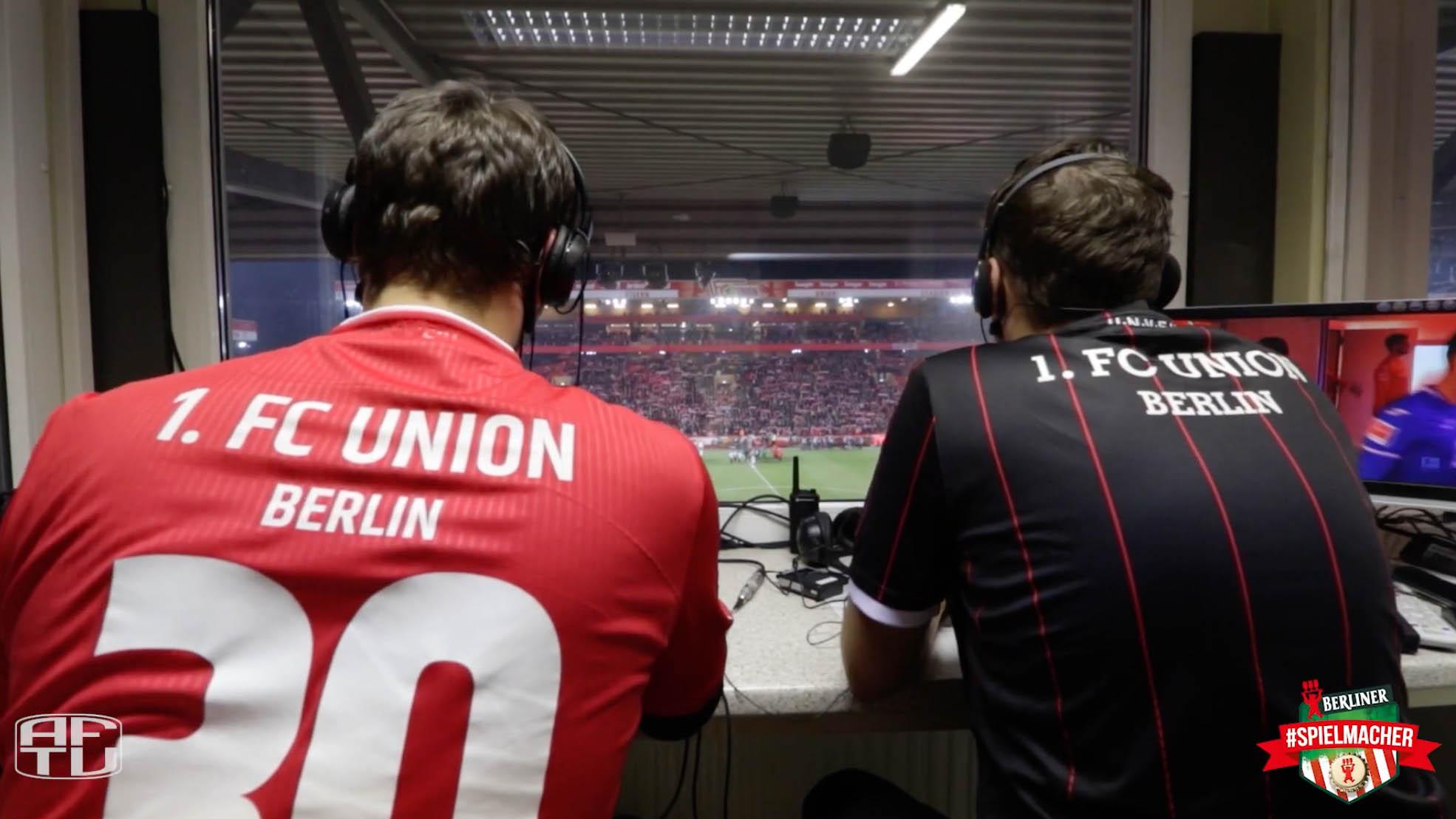 Tobias Potratz und Philipp Rother in ihrer Reporterkabine beim Heimspiel gegen Hoffenheim