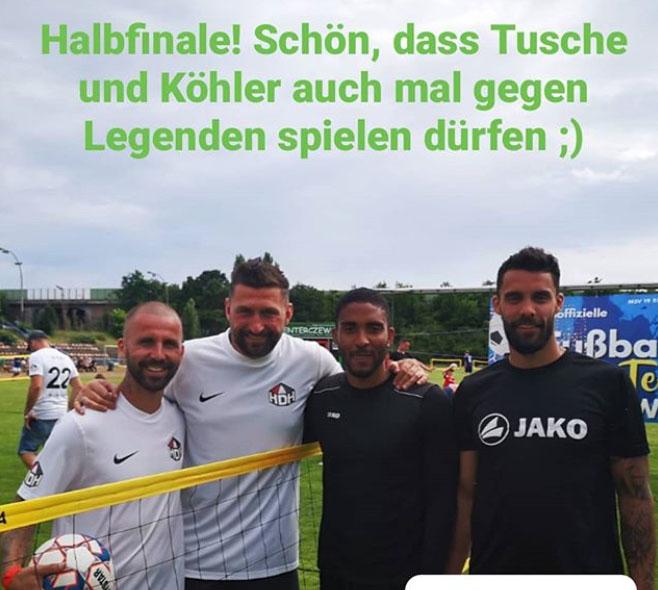 Benjamin Köhler und Torsten Mattuschka mit den späteren Siegern vom FSV Union Fürstenwalde, Foto via Union Fürstenwalde