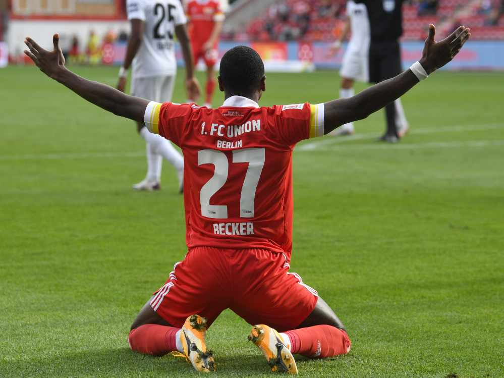 Sheraldo Becker ist unzufrieden im Spiel gegen den FC Ausgburg