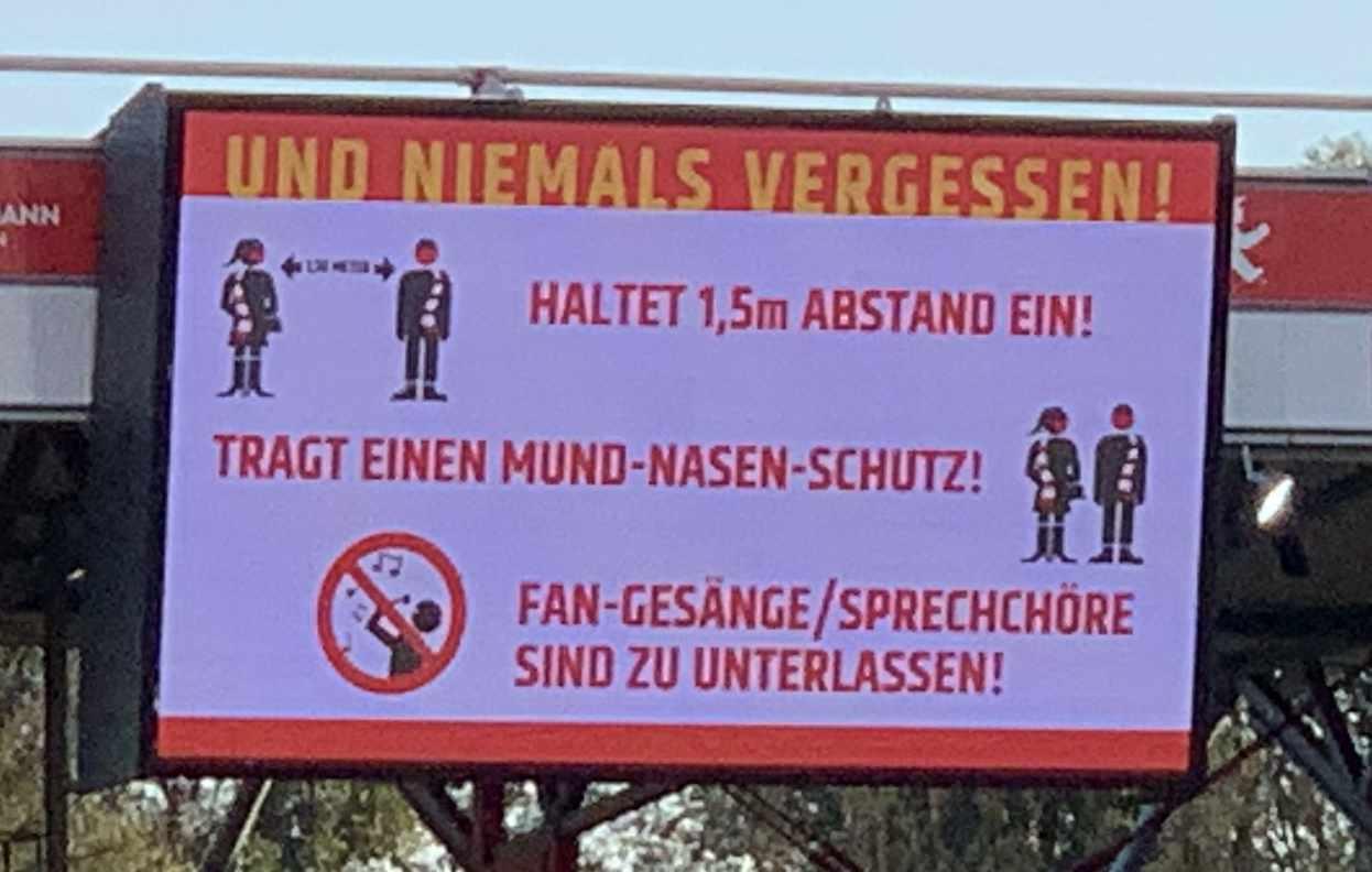 Anzeigetafel im Stadion an der Alten Försterei mit Hinweisen zur Prävention, Foto: Sebastian Fiebrig