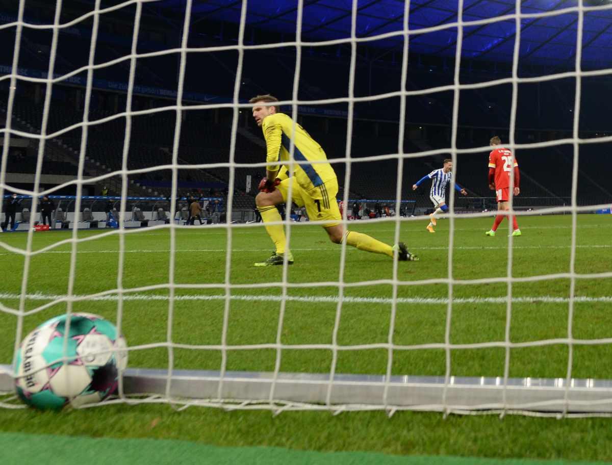 Torwart Andreas Luthe nach dem Gegentor zum 1:1 im Derby gegen Hertha BSC, Foto: Matze Koch