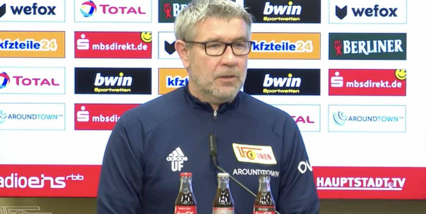 Urs Fischer erklärt auf der Pressekonferenz, wer alles  angeschlagen ist, Screenshot: AFTV