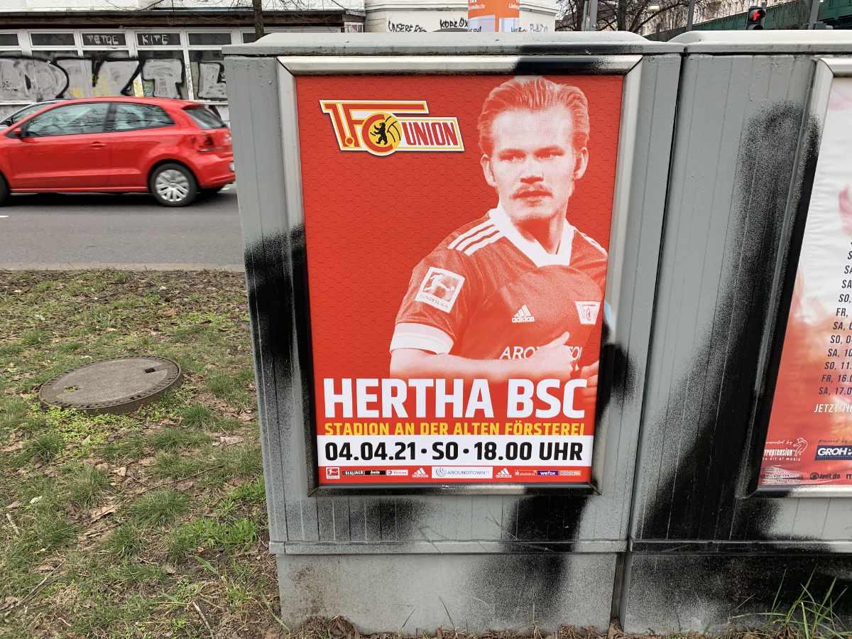 Spielankündigungsplakat für das Berliner Derby zwischen dem 1. FC Union und Hertha BSC
