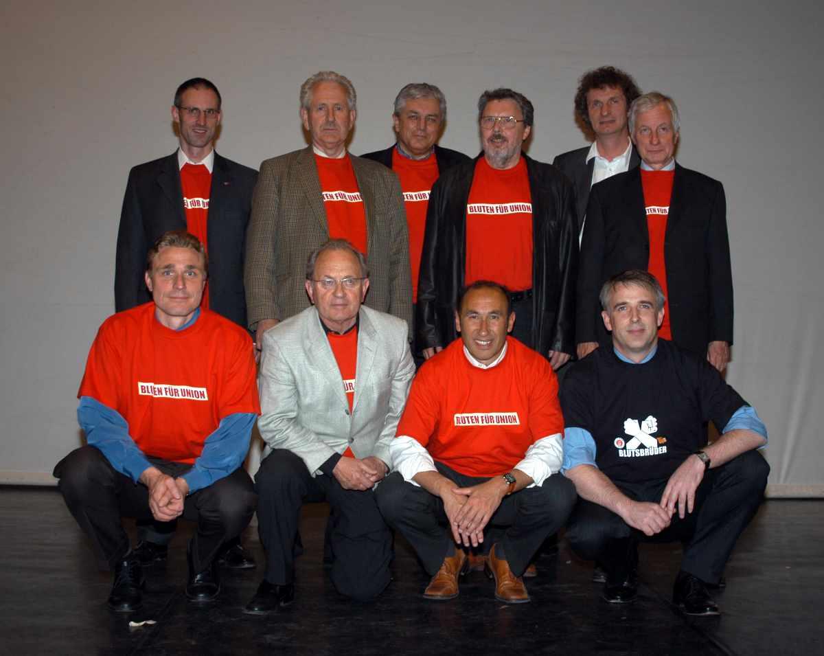 Paradigmenwechsel auf der Mitgliederversammlung am 27. Mai 2004: Unioner in die Vereinsgremien. Dirk Zingler war da kurzzeitig noch 2. Vorsitzender des Aufsichtsrats. Foto: Matze Koch