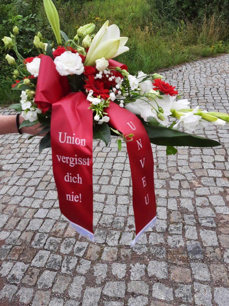Fünf Jahre nach ihrem Unfalltod gedenken Unioner:innen Janine Jänicke. Photo: Tobi Olschewski.