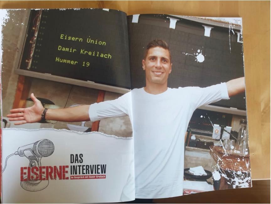 Damir Kreilach vor der Tafel im Friedel Richter, Foto: Berliner Verlag/UNVEU-Magazin
